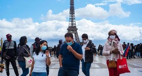 Châu Âu đối mặt với đợt bùng phát dịch COVID-19 mới