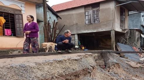Lở núi ở Quảng Bình, kịp thời sơ tán khẩn cấp trăm dân ra ngoài