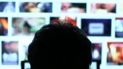 Nghề nguy hiểm ở Facebook: Áp lực cao, lương thấp, thường xuyên phải xem những thứ đáng sợ