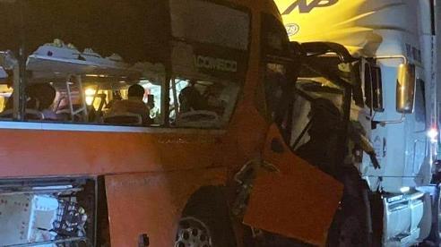 Khởi tố tài xế vượt ẩu khiến 2 người chết, 35 người bị thương