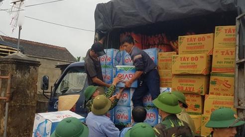 Người dân vùng lũ tiếp tục đón nhận nhiều tình cảm hỗ trợ
