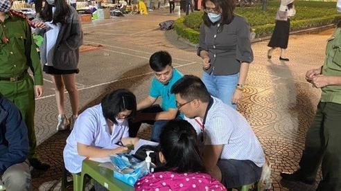 Hà Nội: Bắt đầu xử phạt người không đeo khẩu trang nơi công cộng ngay trong đêm
