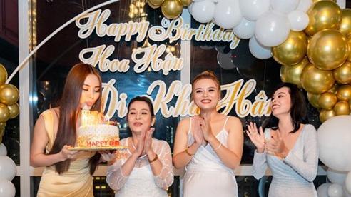 Hoa hậu Di Khả Hân gợi cảm tại tiệc mừng tuổi mới