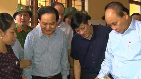 Thủ tướng chính phủ thăm và kiểm tra công tác khắc phục hậu quả mưa lũ tại Quảng Bình