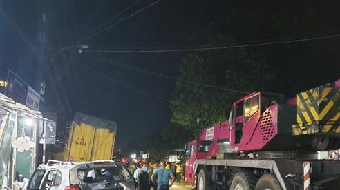 Tài xế xe tải tông ôtô 7 chỗ, lao vào nhà dân khiến 3 người thiệt mạng ra đầu thú