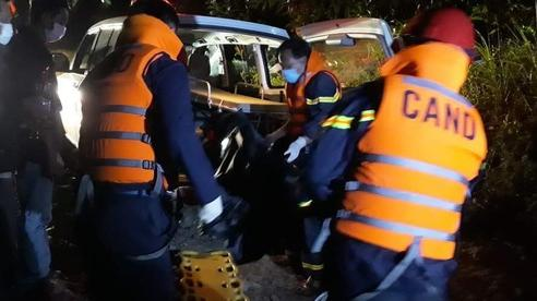Xuyên đêm đưa thi thể nạn nhân mất tích ở Rào Trăng 3 trở về