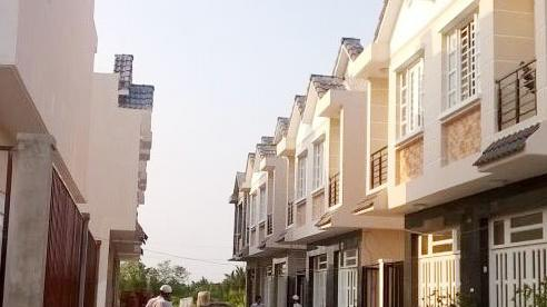 Méo mặt ôm hận 'ở khổ, bán khó' vì trót ham rẻ mua nhà xây sẵn