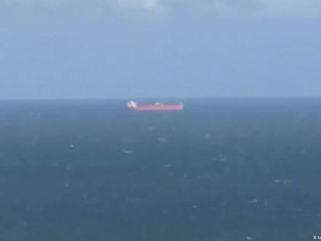 Hải quân Anh trấn áp nhóm người đi lậu trên tàu chở dầu của Liberia