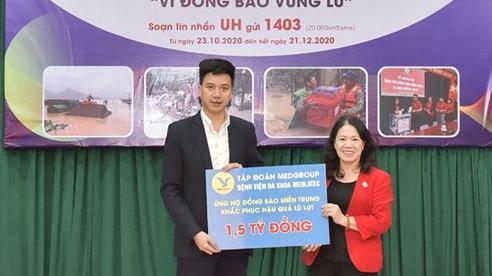 Trao 1,5 tỷ đồng tới Hội Chữ thập đỏ Việt Nam ủng hộ đồng bào miền Trung