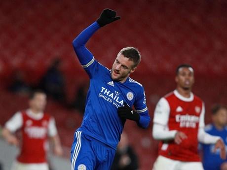 Vardy lập công giúp Leicester đánh bại Arsenal ngay tại Emirates