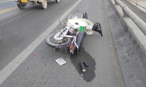 Thanh niên đi xe máy nghi bị chém bất tỉnh trên cầu Rạch Miễu