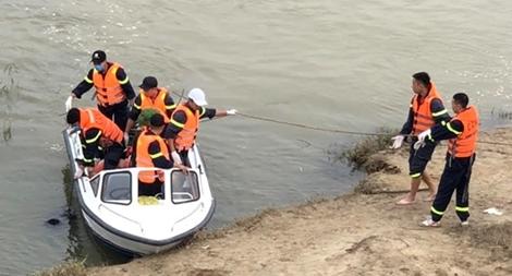 Tìm thấy thi thể nam thanh niên nhảy cầu sông Hiếu