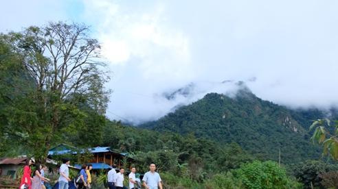 Sin Suối Hồ - Phố Mông tuyệt đẹp bên đỉnh Sơn Bạc Mây