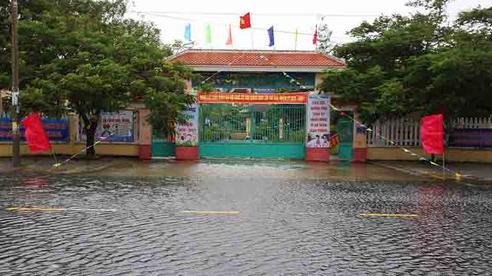 6 tỉnh miền Trung cho học sinh nghỉ tránh bão số 9