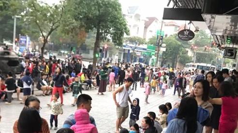 Cháy căn hộ tầng 33 chung cư Linh Đàm, hàng nghìn cư dân ôm trẻ nhỏ tháo chạy xuống đất thoát thân