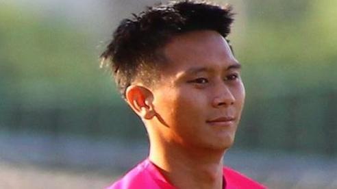 Cầu thủ ném bóng vào mặt Hồng Duy bị treo giò hai trận
