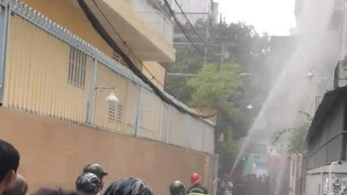 Phát hiện thi thể một phụ nữ trong căn nhà khóa trái bốc cháy dữ dội ở Phú Nhuận