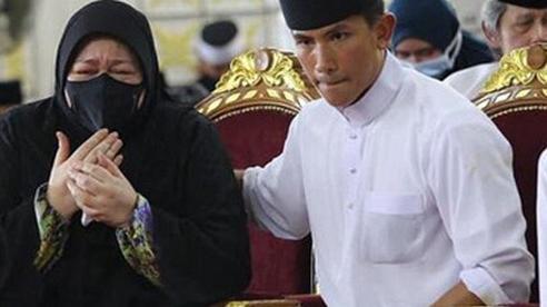 Mẹ Hoàng tử Brunei vừa qua đời ở tuổi 38 khóc ngất bên linh cữu con trai