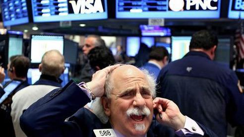 Phố Wall đánh mất đà tăng, Dow Jones rớt 770 điểm ngay khi vào phiên