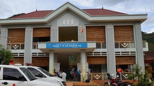 Hàng chục học sinh ở Sơn La buồn nôn, đau đầu sau khi ăn sáng cạnh trường