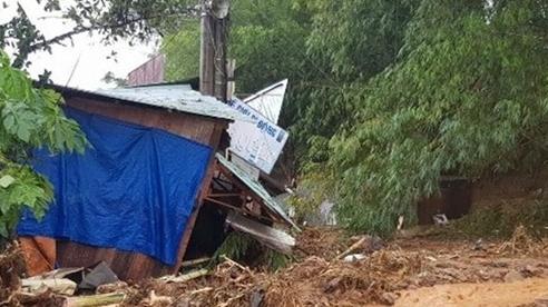 Sạt lở đất vùi lấp nhiều người ở Quảng Nam, Thủ tướng yêu cầu khẩn trương cứu hộ