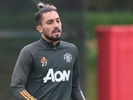 Tân binh Alex Telles của Manchester United mắc COVID-19