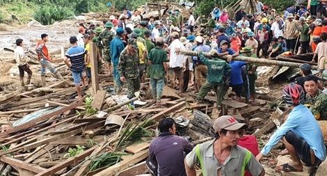 Tìm kiếm những nạn nhân bị vùi lấp ở Trà Leng