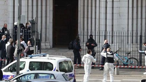 Khủng bố tại Pháp: Đối tượng nghi liên quan tới Hồi giáo cực đoan đâm dao hàng loạt bên ngoài nhà thờ, 3 người chết