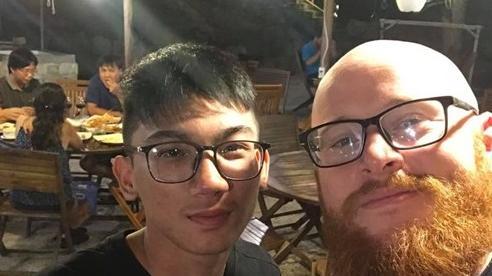 Anh chàng người Mỹ sống tại Việt Nam xúc động trước cách người dân 'gắn kết' chống 'mẹ thiên nhiên'