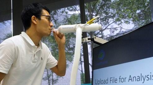 Singapore sáng chế máy phát hiện COVID-19 trong hơi thở sau 60 giây