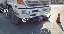 Xe tải va chạm xe máy trên QL1A, 3 người thương vong