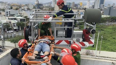 Chống thấm công trình sau bão, nam công nhân bị điện giật tử vong
