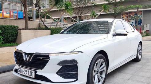 Mới chạy 7.000km, VinFast Lux A2.0 hạ giá rẻ hơn Toyota Camry gần 100 triệu đồng