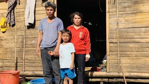 Vụ phát hiện 10 triệu đồng trong áo quần cứu trợ: Tặng lại số tiền cho gia đình tìm trả