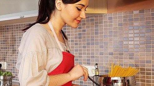 Bạn sẽ vô tình làm hại cả nhà nếu không nấu chín những loại rau củ này