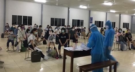 Cách ly 283 công dân Việt Nam về từ Úc