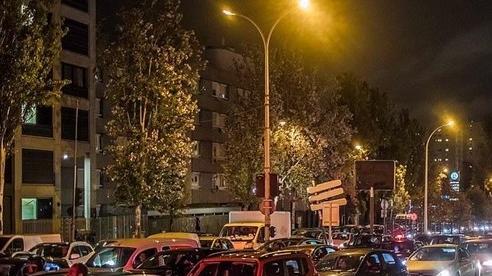 Hình ảnh hàng vạn người vội vã rời Paris tránh lệnh phong toả