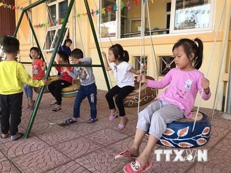 Hải Dương: Biến những chiếc lốp xe hỏng thành đồ chơi hữu ích cho trẻ
