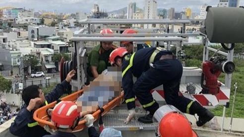Thi công chống thấm mái nhà sau bão, nam công nhân bị điện giật tử vong