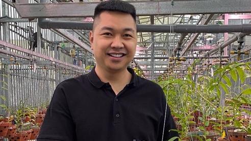 Đấu giá cây lan Bảo Duy 5 cánh trắng hơn 4,2 tỷ ủng hộ người dân miền Trung sau lũ dữ