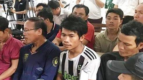 Tàu cá cùng 14 người gặp nạn khi tìm kiếm ngư dân Bình Định mất tích