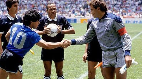 Thủ thành huyền thoại của ĐT Anh chờ lời xin lỗi của Maradona suốt 3 thập niên