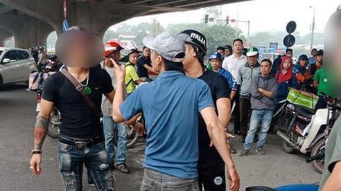 Mâu thuẫn trong việc nuôi con, chồng dùng dao truy sát vợ và chị giữa đường phố Hà Nội