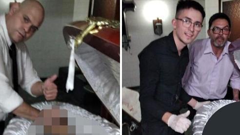 Nhân viên tang lễ chụp ảnh đặt tay lên thi hài Maradona gây phẫn nộ