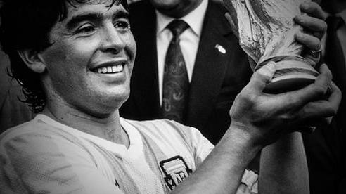 [Video] - Đám tang 'Cậu bé vàng' Maradona
