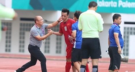Văn Quyết đua Quả bóng Vàng và 'lá phiếu' của thầy Park
