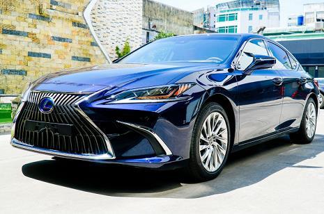 Lexus ES 2021 được giới thiệu ở Việt Nam, giá từ 2,54 tỷ đồng