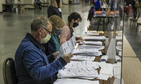 Trump thua đậm hơn sau khi kiểm phiếu lại tại 1 hạt ở Wisconsin
