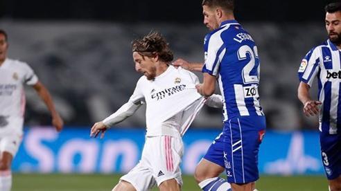 Thua sốc Alaves, Real Madrid gặp nhiều khó khăn trong cuộc đua giành ngôi vô địch