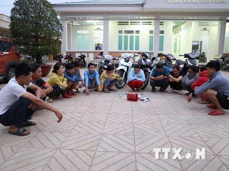 Tây Ninh: Tạm giữ các đối tượng đánh bạc, vận chuyển thuốc lá